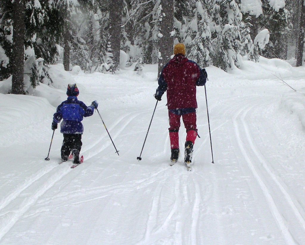 joanna_nesbit_ty_and_dad_skiing_manning_2008